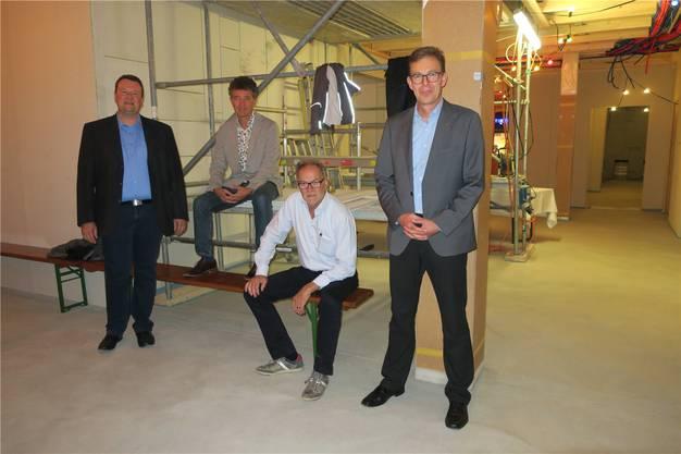 Von links: Gemeinderat Daniel Wehrli (Bauwesen), die Architekten Adrian Kiener und Dieter Fierz, Ammann Rolf Buchser.