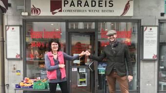 Erika Gilli übergibt den Delikatessenladen «Paradeis» an Joel Ibernini.