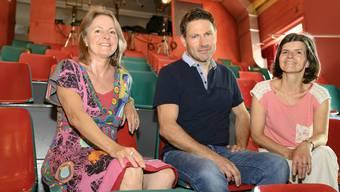 Karin Gensetter (links) gibt die Theaterleitung im Palazzo an Eric und Yvonne Rütsche weiter.