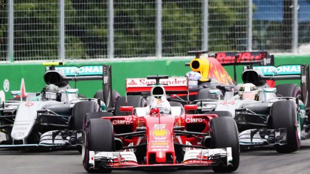Der Start in Montreal: Vettel liegt nach der ersten Kurve vor Rosberg (l.) und Sieger Hamilton