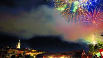 Feuerwerk:  Zogen einmal mehr Tausende in ihren Bann: Die traditionellen Lichtbilder über dem nächtlichen Himmel Oltens. (Bild: Bruno Kissling)