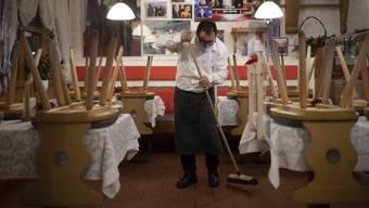Beizer, die ihre Restaurants wegen Corona-Massnahmen schliessen müssen, sollen vom Staat Geld erhalten. (Symbolbild)