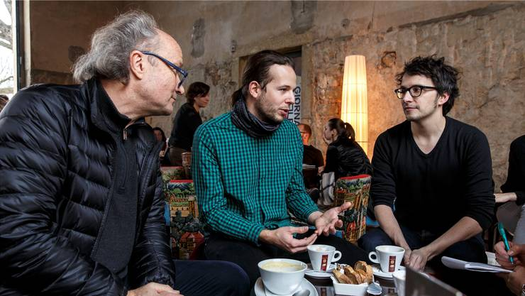 Dok-Filmregisseure unter sich im Solheure. (v.l.) Christian Frei, Dennis Stauffer und Norbert Kottmann.