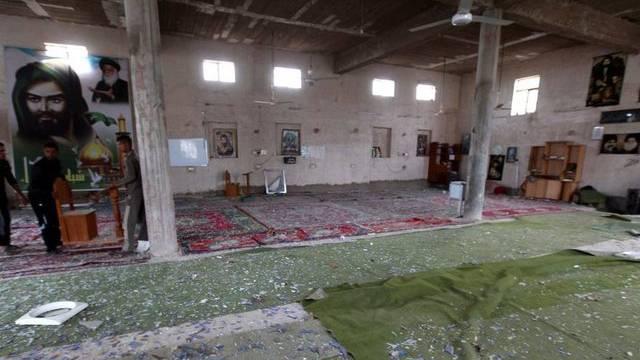 Eine bei den Anschlägen vom Dienstag verwüstete schiitische Moschee bei Bagdad