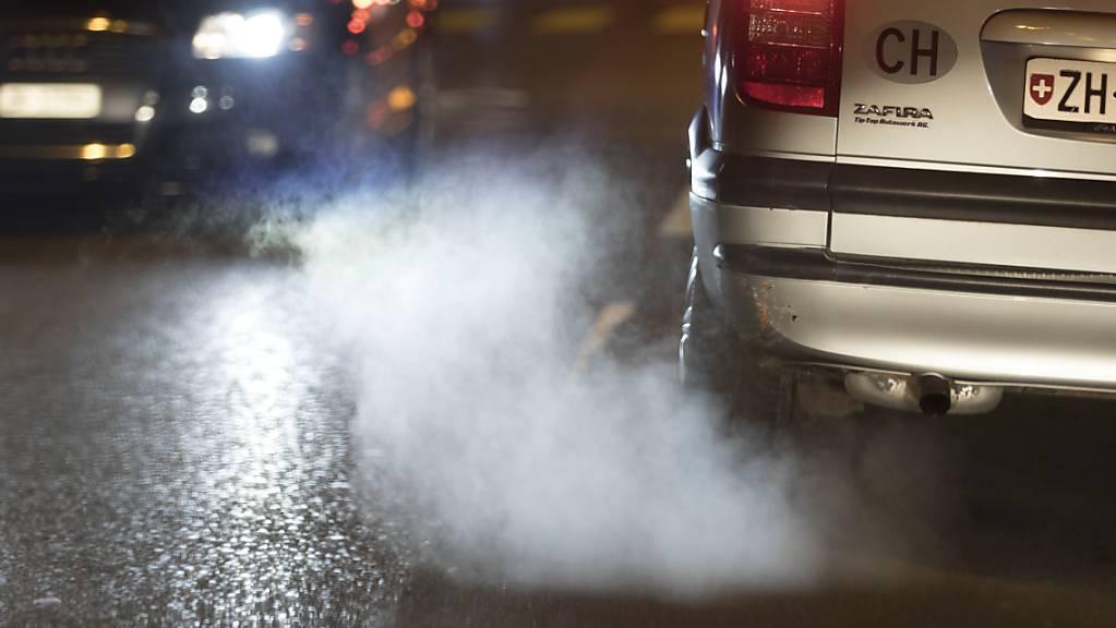 Dreckschleudern raus aus der Innenstadt: Die Stadt Zürich liebäugelt mit einem Fahrverbot für emissionsstarke Fahrzeuge. Vorbild ist die Stadt Genf. (Archiv)