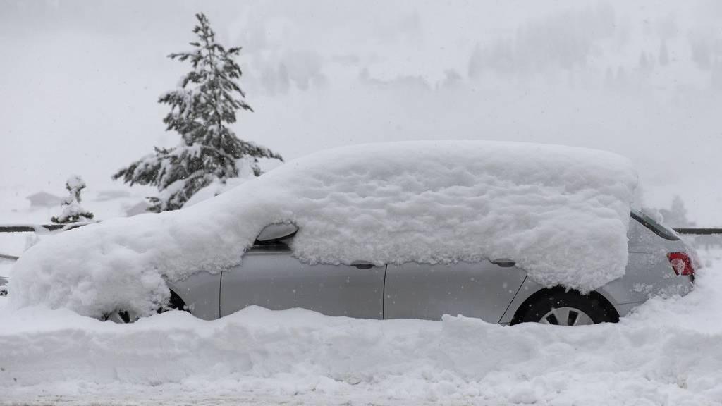 Schneefall und Sturm haben die Lawinengefahr stark erhöht.