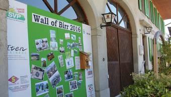 Seit knapp drei Monaten steht die «Wall of Birr» beim Restaurant Linde.