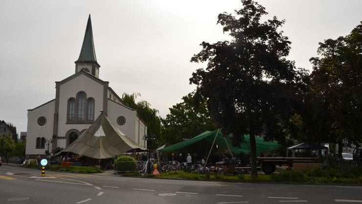 Cevi-Zelte auf dem Kirchenplatz