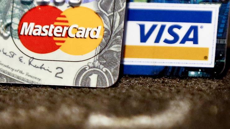 4. Kreditkarte und Postcard (um überall zu zahlen oder an Bargeld zu kommen)