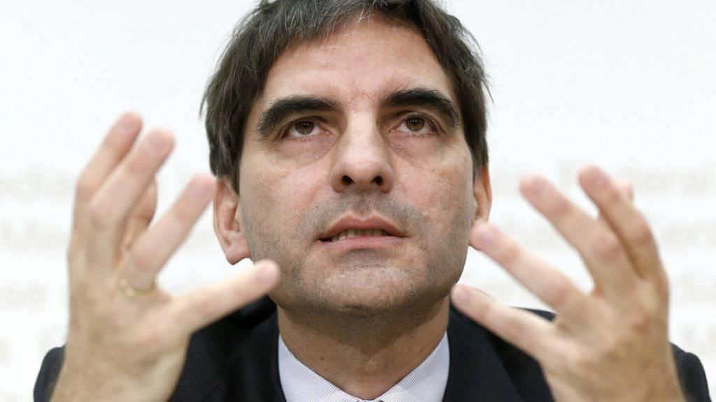 Ökonom Aymo Brunetti hält eine Vergrösserung oder eine politisch bestimmte Zusammensetzung des dreiköpfigen SNB-Direktoriums für falsch. (Archiv)