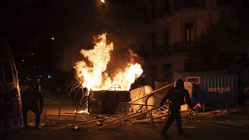 Katalonien: Tausende demonstrieren nach Absetzung des Regierungschefs