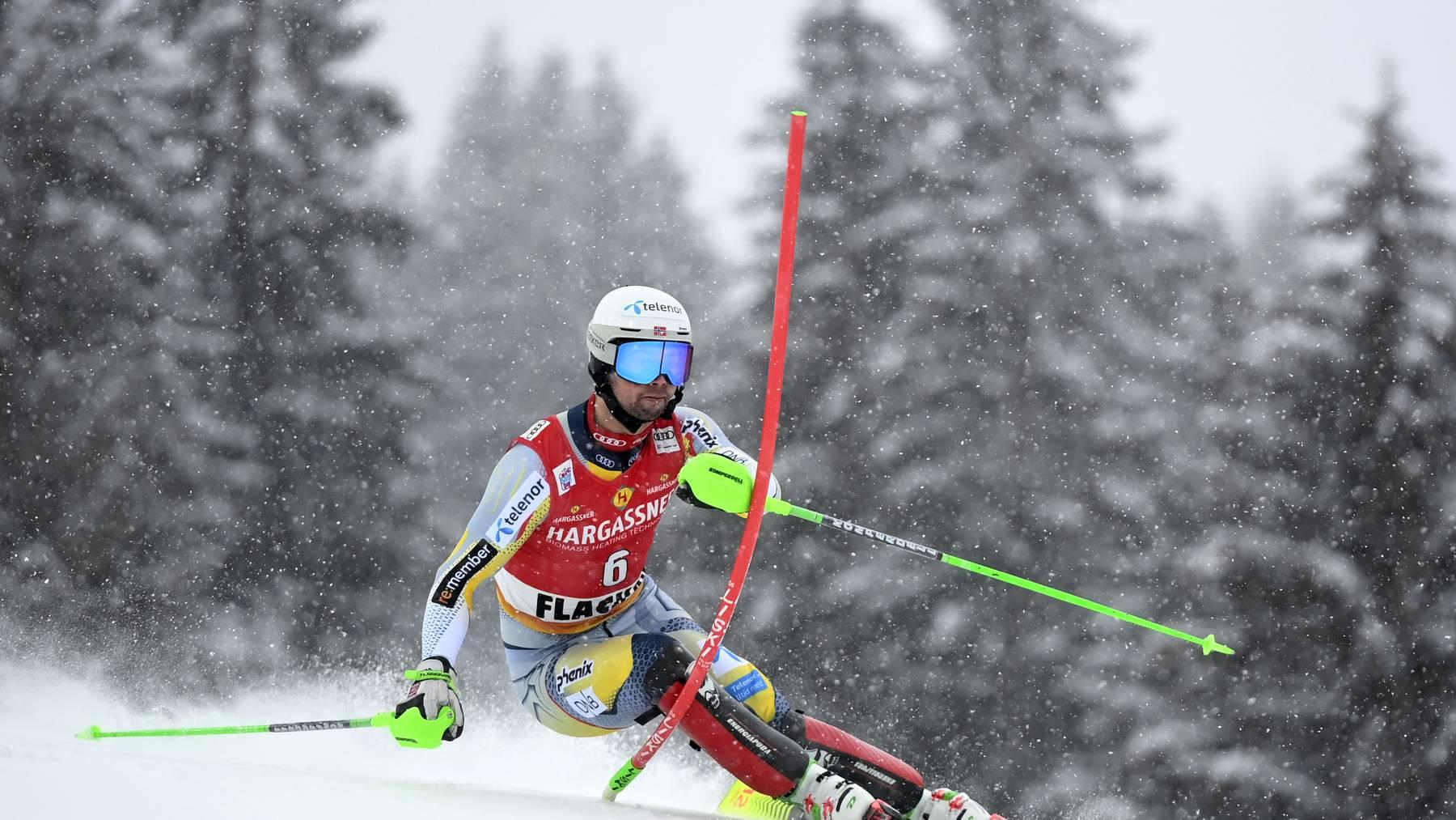 Der Norweger Sebastian Foss-Solevaag kann seinen ersten Weltcup-Sieg feiern.