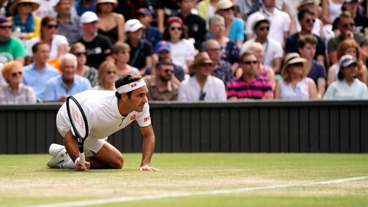 Federer am Boden: Er unterliegt Nishikori im ersten Satz.