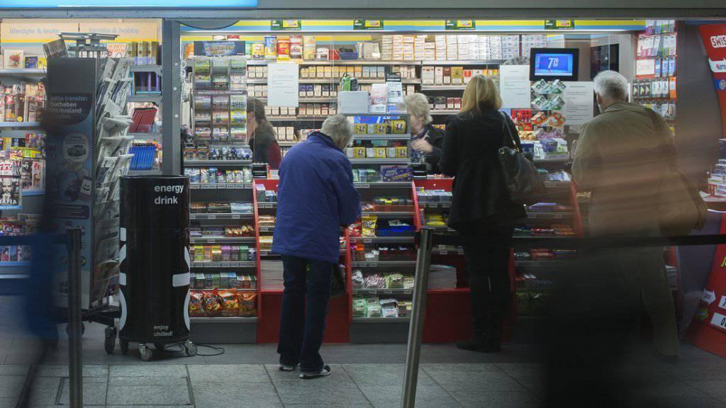 Kioskbetreiberin Valora steigert in der ersten Jahreshälfte 2016 den Umsatz. (Archivbild)
