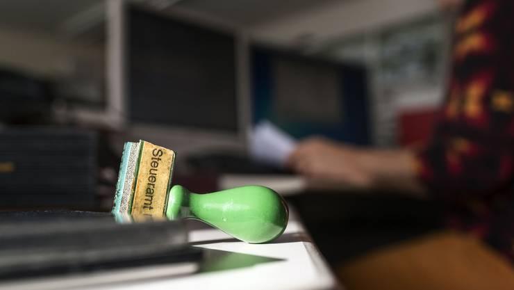 Das jetzige Budget sieht eine Senkung von je 3 Prozentpunkten bei den natürlichen und juristischen Personen vor.