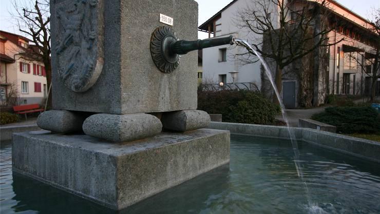 Dass jederzeit Trinkwasser aus dem Hahnen oder der Brunnenröhre fliesst – im Bild der Dorfbrunnen von Lotzwil –, ist nicht selbstverständlich.