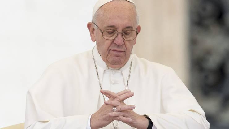 «Der Einzige, der im Vatikan in einer 50-Quadratmeter-Wohnung lebt, ist der Papst» – Gianluigi Nuzzi.