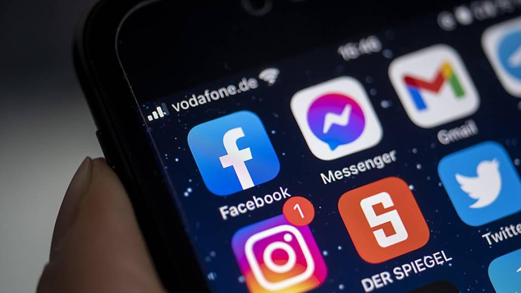 PRODUKTION - Facebook ist im Iran bereits gesperrt. Folgen Instagram und WhatsApp? Foto: Fabian Sommer/dpa