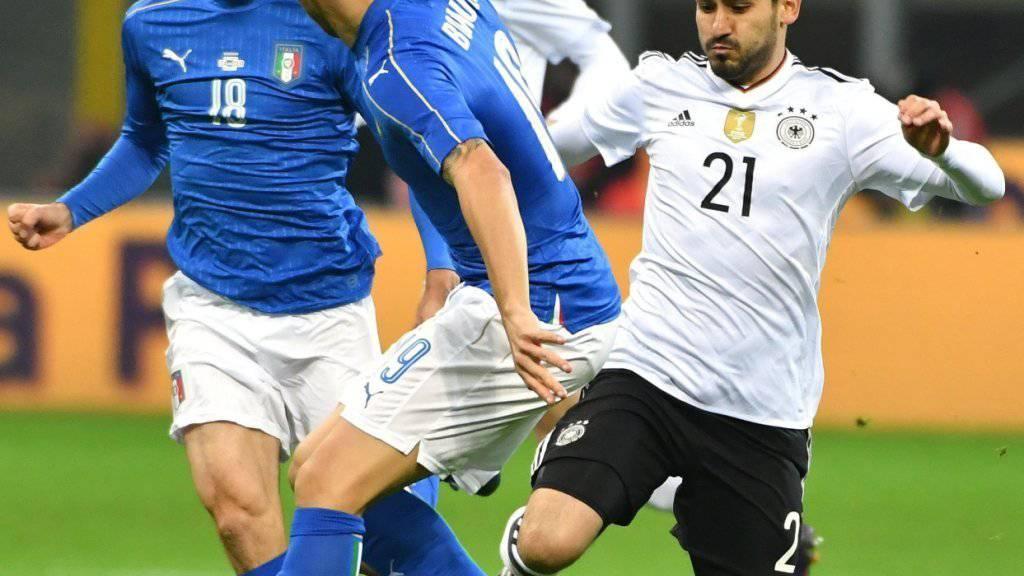 Viel Kampf und Krampf zwischen Italien (mit Marco Parolo und Leonardo Bonucci, Mitte) und Deutschland (Ilkay Gündogan)