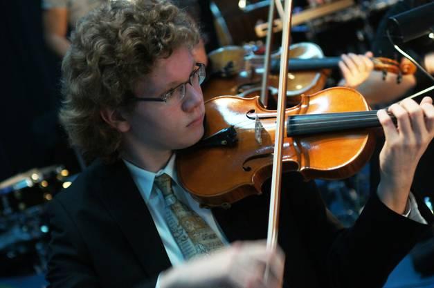 Der Dietiker Samuel Mittag an der ersten Geige
