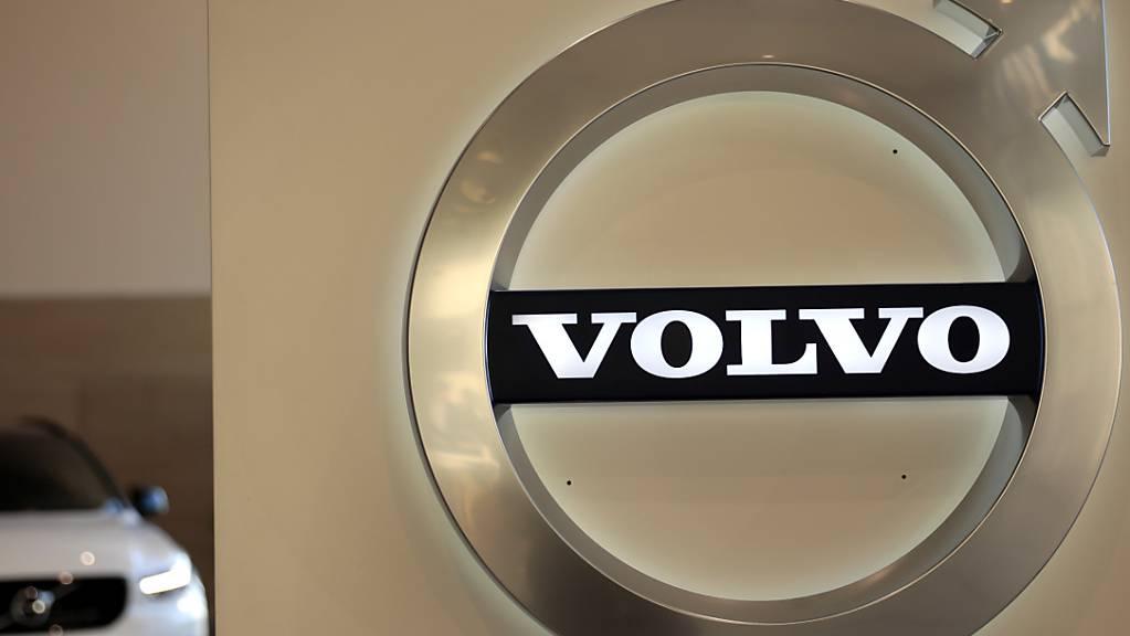 Der Autobauer Volvo kündigt den kompletten Abschied vom Verbrennungsmotor an. Ab 2030 wollen die zum chinesischen Geely-Konzern gehörenden Schweden nur noch reine Elektroautos bauen. (Archivbild)