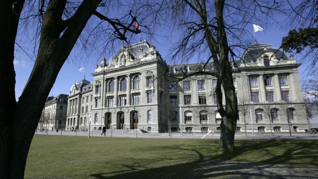 Die Uni Bern erhält vom Nationalfonds die für Kulturwissenschaften erstaunlich hohe Summe von 1,4 Millionen Franken, um die Rolle der Kultur in der Umweltkrise zu erforschen. Das Projekt, an dem drei Institute beteiligt sind, ist auf vier Jahre angelegt. (Archivbild)