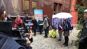 Unterschriften übergeben: Die Gegner wehren sich vorab aus Umweltgründen.