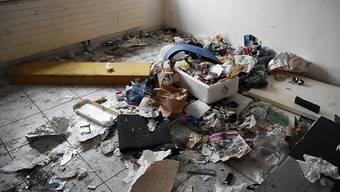 Ein Wohnzimmer in einem der Gammelhäuser im Januar 2017. (Archivbild)