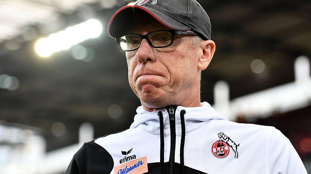 Die Miene von Köln-Coach Peter Stöger spricht Bände.