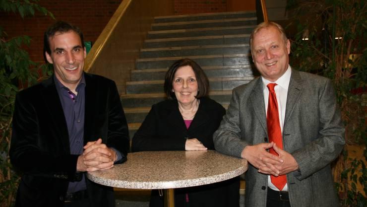 Marco Crivelli, neuer CVP Präsident, und die abgetretene Präsidentin Bea Corti nominieren Peter Brotschi als Nationalratskandidaten der CVP Grenchen. (Foto: cvp-grenchen.ch)