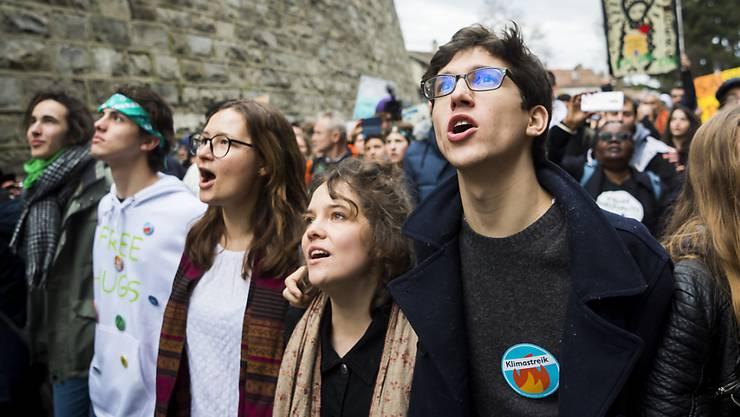 Die Neuenburgerinnen und Neuenburger wollen den Jugendlichen nicht schon ab 16 Jahren das Stimmrecht an der Urne geben. (Symbolbild)
