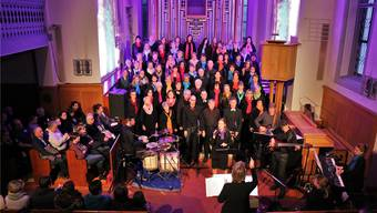 Der rund siebzigköpfige Ad-hoc-Chor unter der Leitung von Rita Sidler wartet mit einem mitreissenden Programm auf.