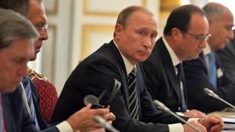 Russland setzt seine Luftangriffe auf verschiedene Stellungen in Syrien fort, ungeachtet anhaltender internationaler Kritik.: Putin am Ukraine-Gipfel in Paris.