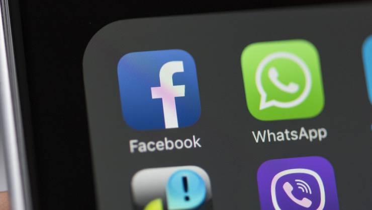 Die App des weltgrössten Online-Netzwerks Facebook und andere Apps auf einem Smartphone. (Archiv)
