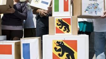 Volksinitiativen sollen künftig noch vor der Unterschriftensammlung inhaltlich geprüft werden (Archiv)