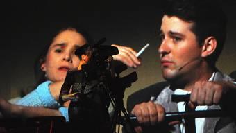 Damals wurde noch geraucht im Kino – das Theater Marie rief im Odeon die Kinowelt von einst wieder ins Leben, samt obligater Zigarette. Tab
