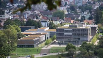 Auf dem Dach der Kantonsschule Baden soll bald eine Swisscom-Antenne stehen – der Rektor hat nichts dagegen. PKR