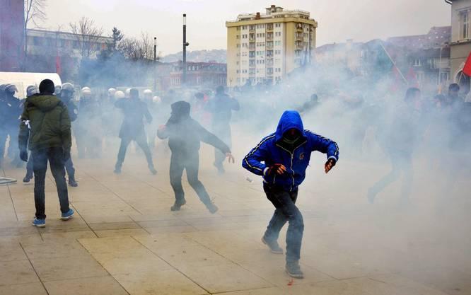 Proteste von Anhängern der Opposition gegen die Regierung in Pristina, Kosovo