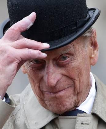 Ist seit 1947 der Prinzgemahl ihrer Majestät. Er lernte Königin Elisabeth, damals noch eine Prinzessin, auf der Hochzeit der Prinzessin Marina von Griechenland und dem Herzog von Kent 1934 kennen – zu dieser Zeit war er acht Jahre alt.