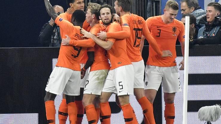 Die Niederlande erreichte bei Erzrivale Deutschland im Finish noch ein 2:2, das den Einzug ins Finalturnier der Nations League einbringt