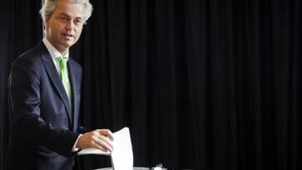 Geert Wilders gibt in Den Haag seine Stimme für die Europawahlen ab