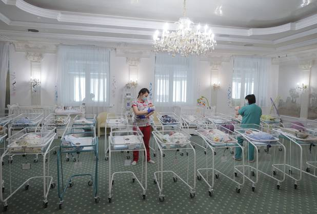 Gestrandete Babys im Kiewer Hotel.