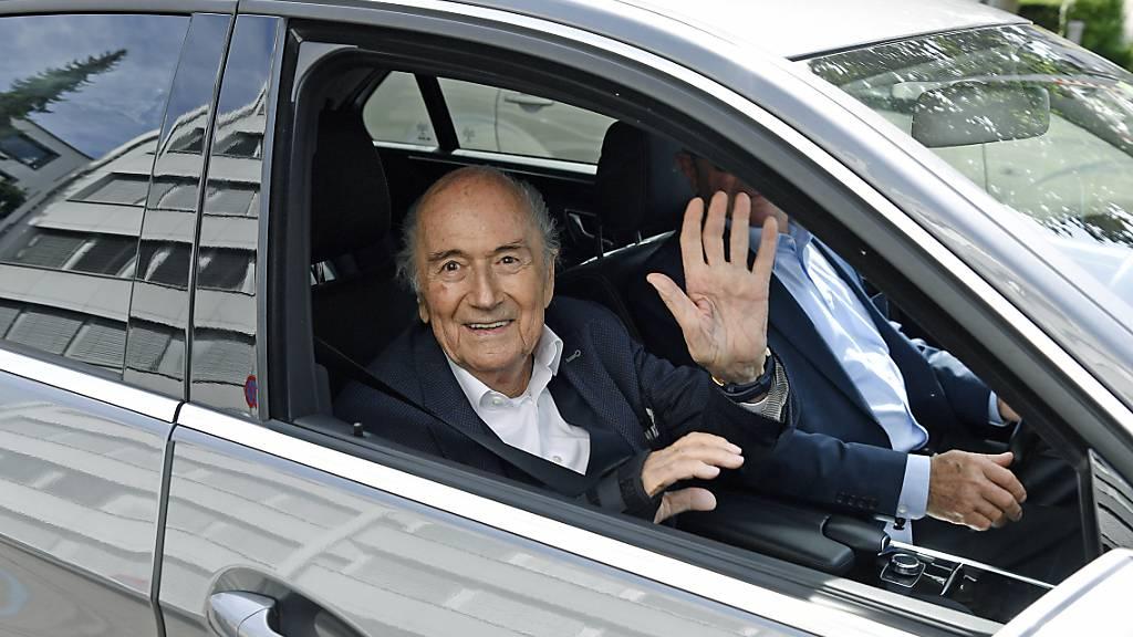Ex-Fifa-Präsident Sepp Blatter auf dem Weg zu einer Anhörung durch die Bundesanwaltschaft in Zürich vorletzte Woche. (Archivbild)