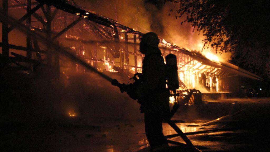 Brand zerstört Wohnung und angrenzende Scheune in Courroux
