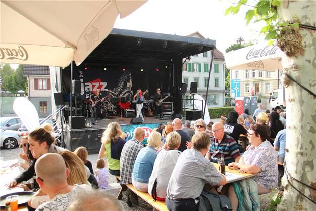 Die Music Night genoss Sommerwetter.