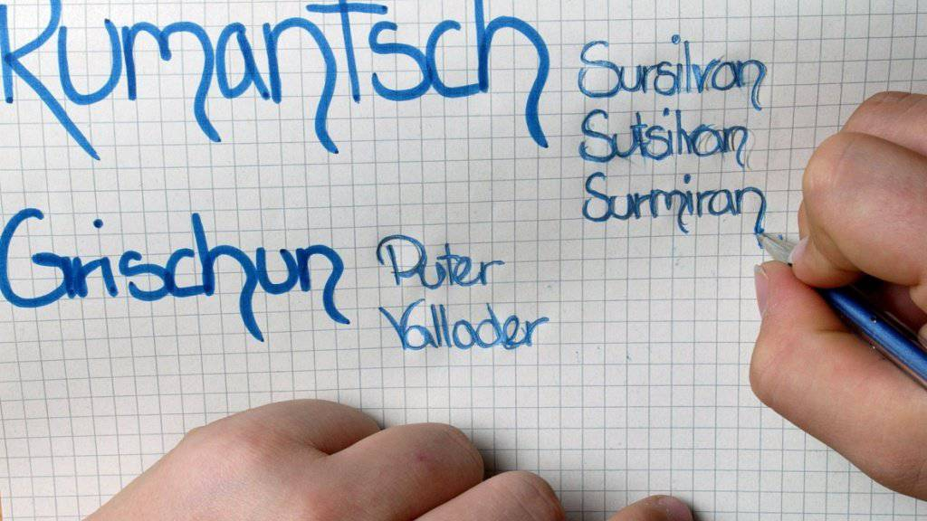 Die rätoromanische Schriftsprache Rumantsch Grischun steht unter Druck. Die fünf Idiome Sursilvan, Sutsilvan, Surmiran, Puter und Vallader sind im Aufwind. (Archiv)
