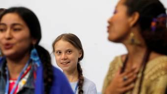 Klimaaktivisten an der Pressekonferenz in Madrid zusammen mit Greta Thunberg (Mitte).