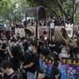 Trotz Warnung der chinesischen Regierung: In Hong Kong gehen erneut Tausende auf die Strasse, um zu demonstrieren.