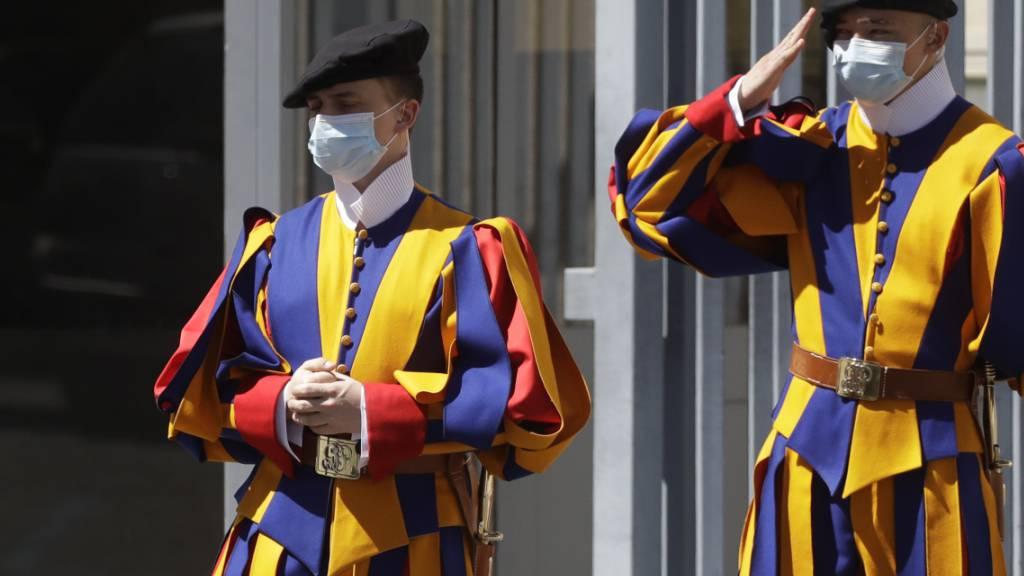 Der Kanton St. Gallen ist bei der Schweizergarde in Rom immer sehr gut vertreten. Das Parlament der St. Galler Katholiken bewilligte am Dienstag einen Beitrag von 1,5 Millionen Franken an einen Neubau für die Gardisten in Rom. (Archivbild)