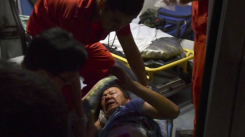 Bei Ausschreitungen in der zentralasiatischen Ex-Sowjetrepublik Kirgistan an der Grenze zu China wurden viele Menschen verletzt.